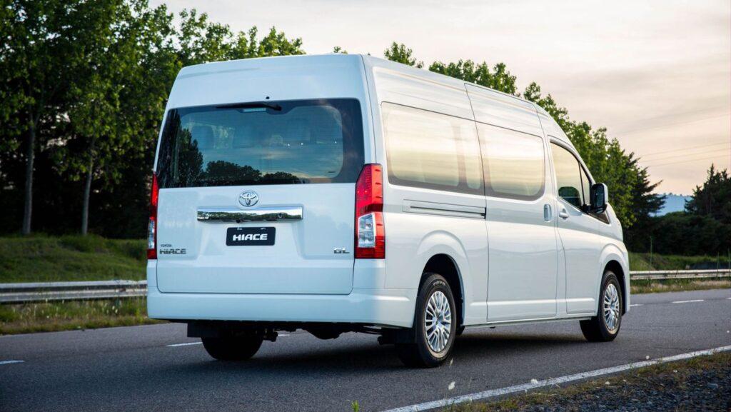 Toyota lanza al mercado argentino las versiones del Hiace para 10 y 14 pasajeros