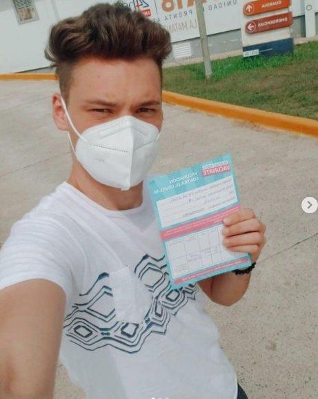 La emoción de Gonzalo Vázquez, el excronista de Intrusos, por recibir la vacuna del COVID-19