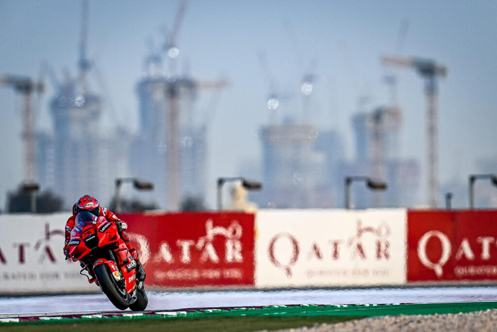 Pole y récord para Bagnaia en la clasificación del Moto GP en Qatar