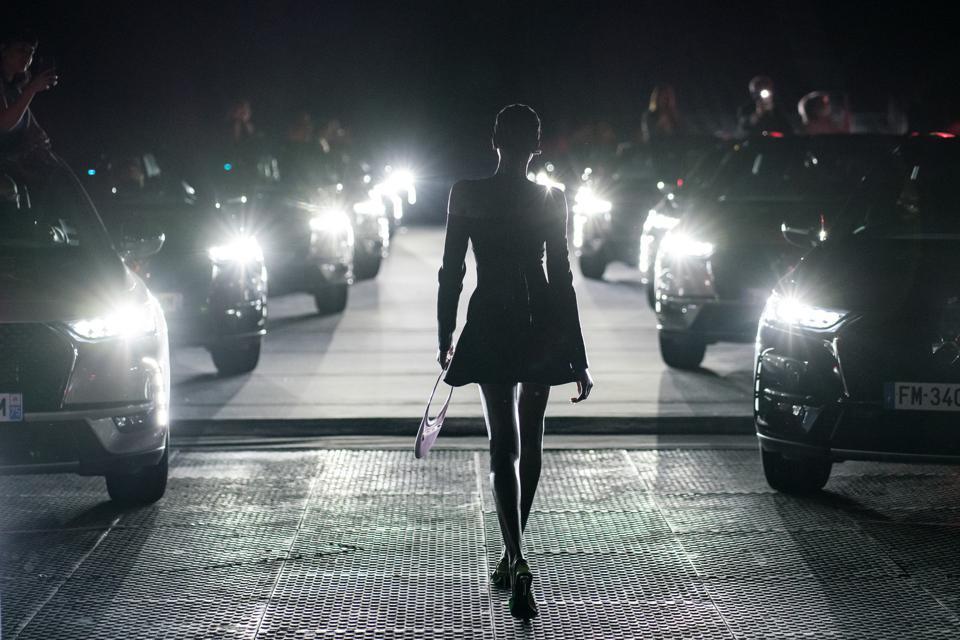 Autos y Moda: 36 DS trabajaron de iluminadores en un desfile en París