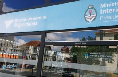 El Gobierno derogó el decreto de Macri que impedía el ingreso de extranjeros con antecedentes