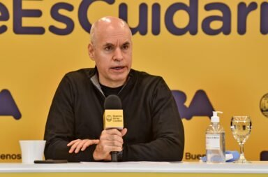 El convenio de Rodríguez Larreta y las prepagas no permite que las personas de más de 80 años  puedan anotarse para  recibir la vacuna contra el Covid-19