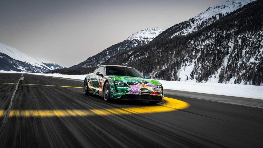 Se subasta un Porsche Taycan con un diseño completamente artístico