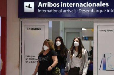 A partir del lunes quedan suspendidos los vuelos provenientes de Brasil, Chile y México