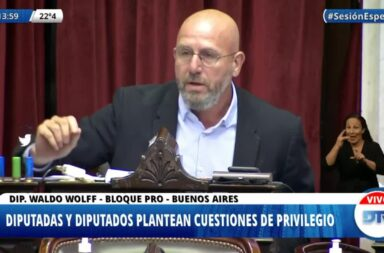 El diputado Waldo Wolff le llevó cartuchos de la represión en Formosa a Máximo Kirchner como