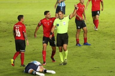 Racing venció a Independiente con un penal escandaloso