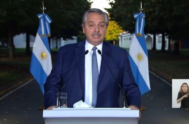 Alberto Fernández destacó la labor de los médicos y pidió disculpas