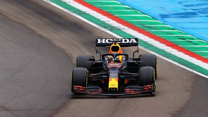 Verstappen se impuso en una accidentada carrera en Ímola
