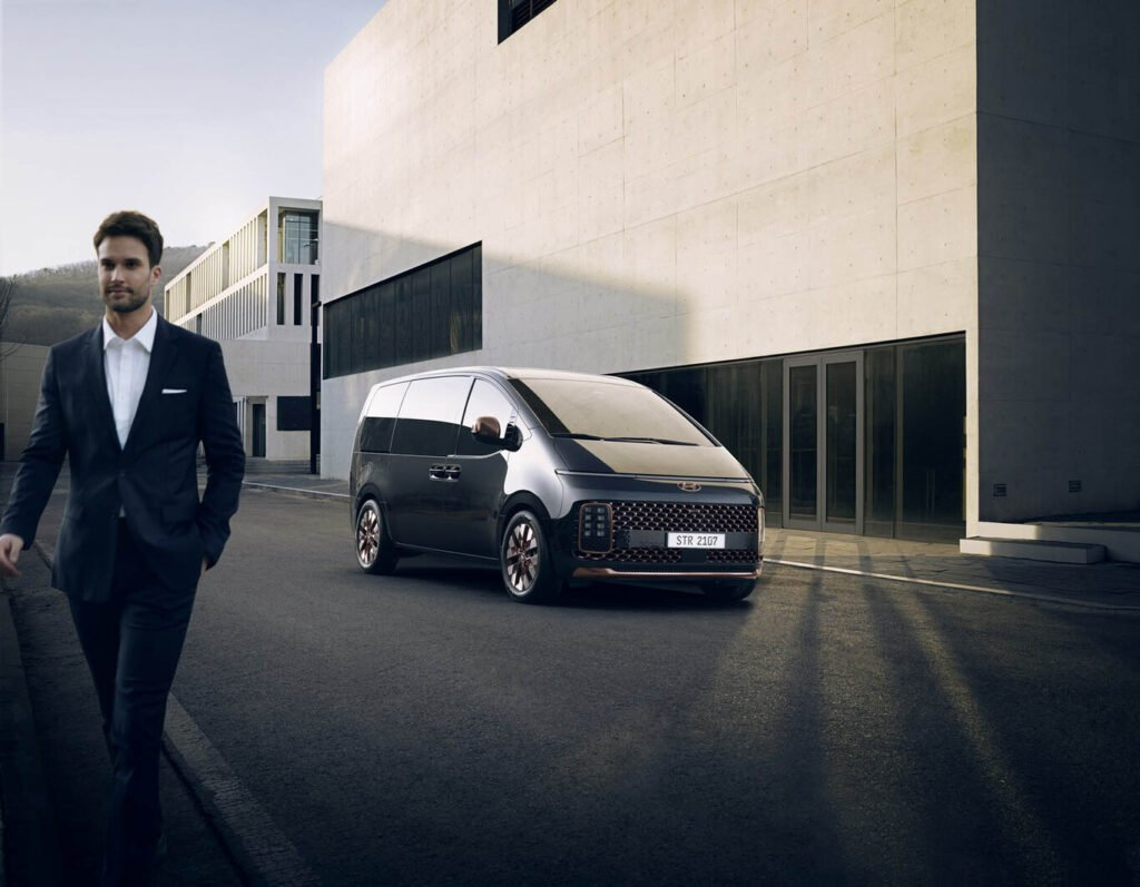 Staria: El nuevo furgón futurista de Hyundai que llegará al mercado argentino