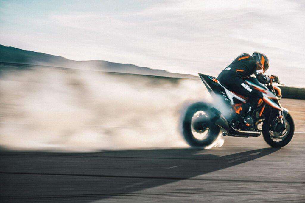 Un caballo de fuerza por kilo: Así es la nueva KTM 1290 Super Duke RR
