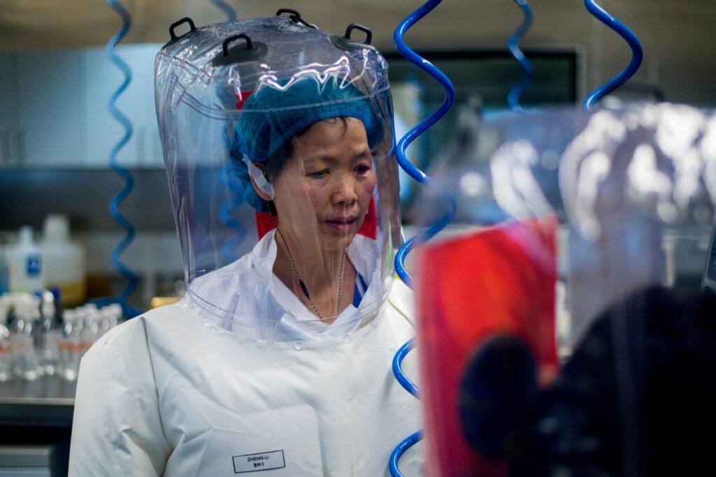 Wade realizó una investigación que refuerza la teoría de que el coronavirus escapó de un laboratorio en Wuhan y no de un mercado de animales