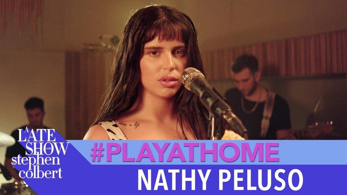 Nathy Peluso se convierte en la primera artista argentina en el late night de Stephen Colbert