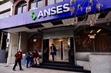 Adelantan el pago de 7000 pesos a 1.300.000 beneficiarios de la AUH