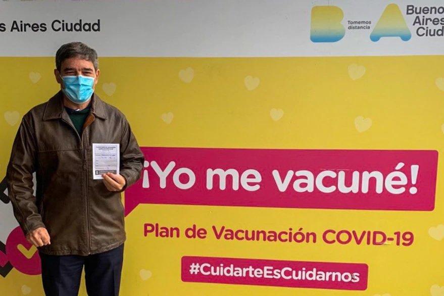 Quirós se vacuno