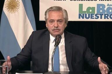 """Alberto Fernández se quejó de que la oposición ahora pide """"la segunda dosis de veneno"""", con respecto a la Sputnik V"""