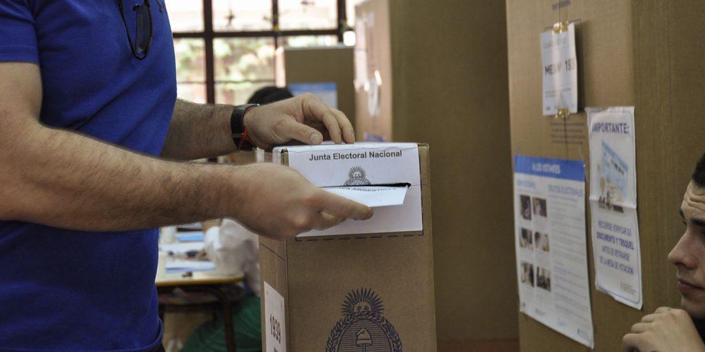 Elecciones legislativas 2021: solicitaron que se vacunen a las autoridades de mesa