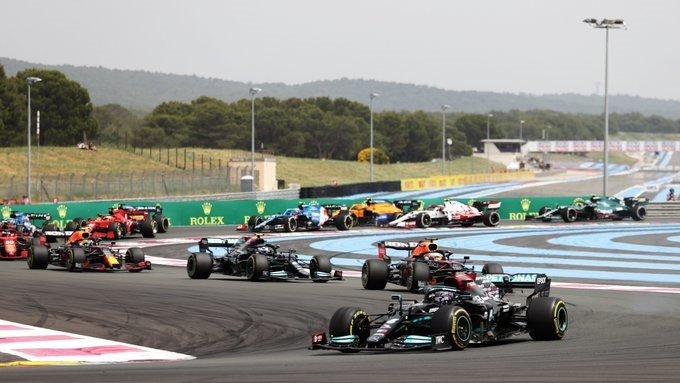 Verstappen y Red Bull arriesgaron con la estrategia para ganarle el mano a mano a Hamilton