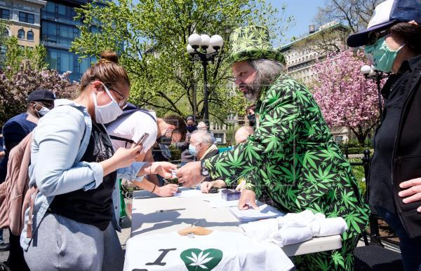 EEUU: ofrecen marihuana gratis a quienes se vacunen