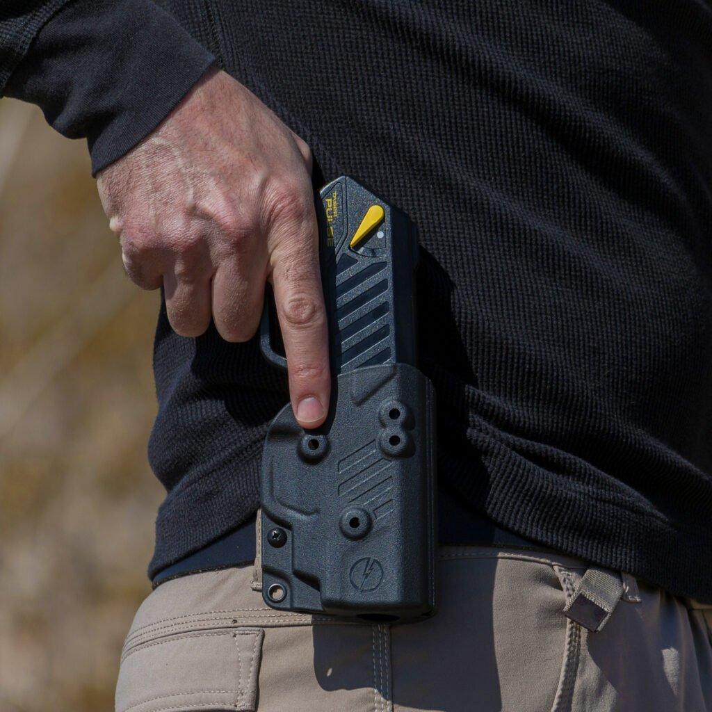 En la Ciudad se está evaluando autorizar la utilización de pistolas Taser para casos especiales