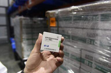 Arribaron al país casi 800 mil dosis de la vacuna Sinopharm