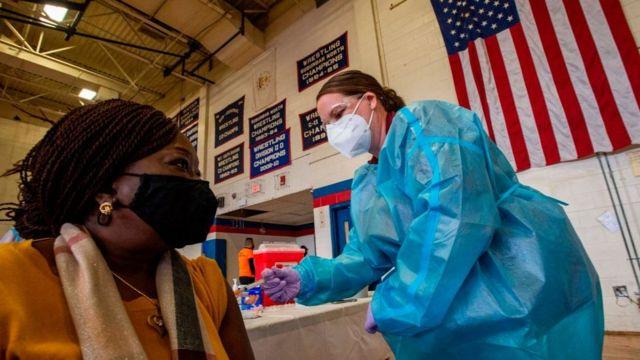 EEUU: aplicarán tercera dosis de refuerzo contra el COVID-19