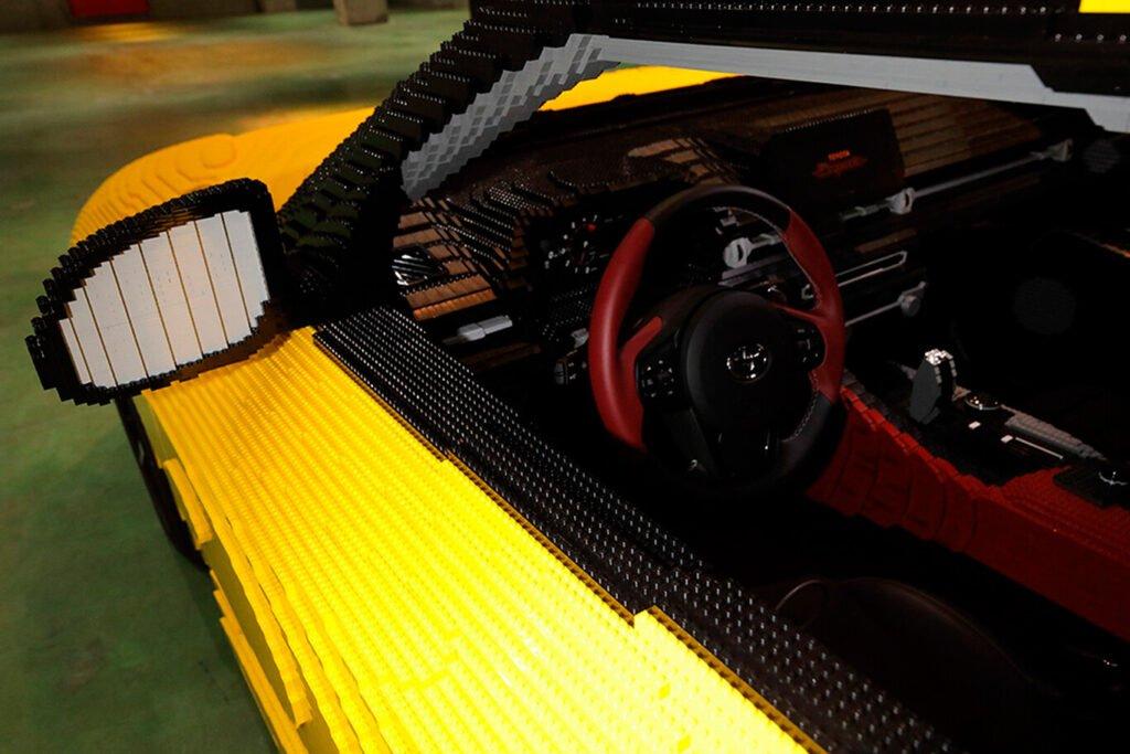 ¡Increíble! Armaron un Toyota Supra en Lego que es eléctrico y puede conducirse
