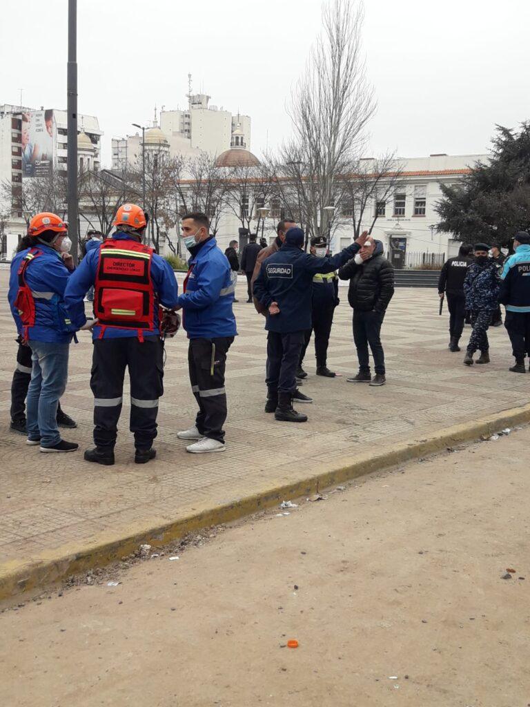 Tensión en Lomas de Zamora: un grupo de manifestantes se enfrentó con la Policía