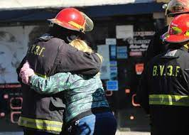 La provincia decretó tres días de duelo por los tres bomberos fallecidos ayer en un incendio en Caseros
