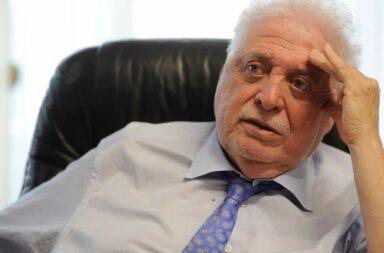 El exministro de salud Ginés Gonzaléz García fue escrachado en un restaurante