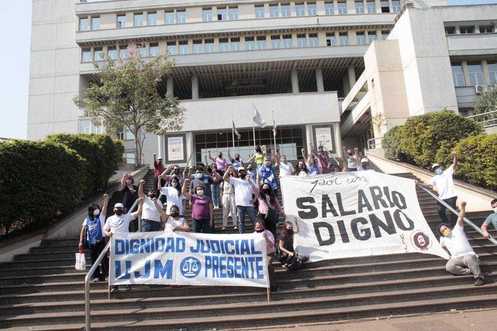 Los judiciales paran y marchan a tribunales reclamando un aumento salarial