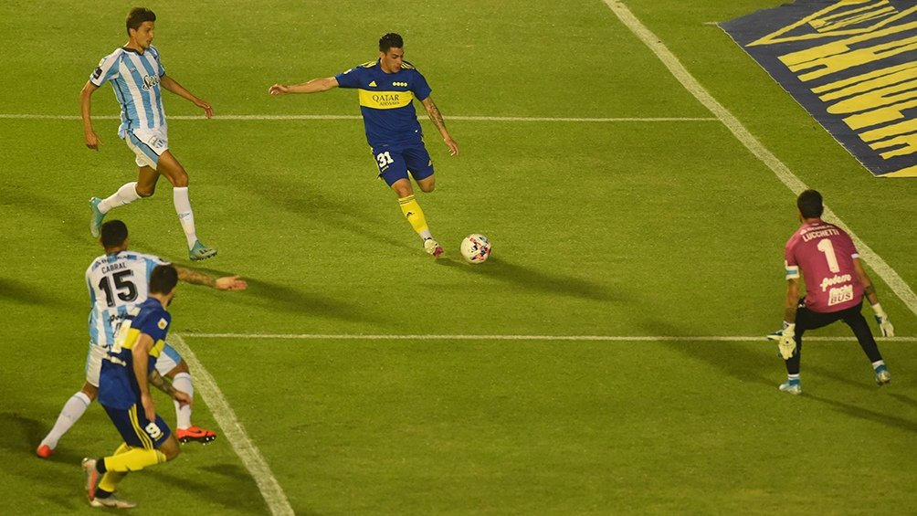 Boca ganó en Tucumán y suma 6 partidos sin perder