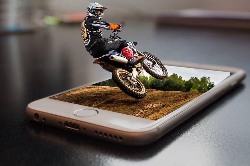 Apple sugiere no usar moto con los equipos iPhone