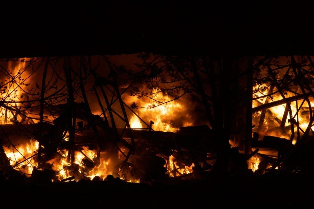 Las impactantes imágenes del incendio en Quilmes que se vio desde Uruguay