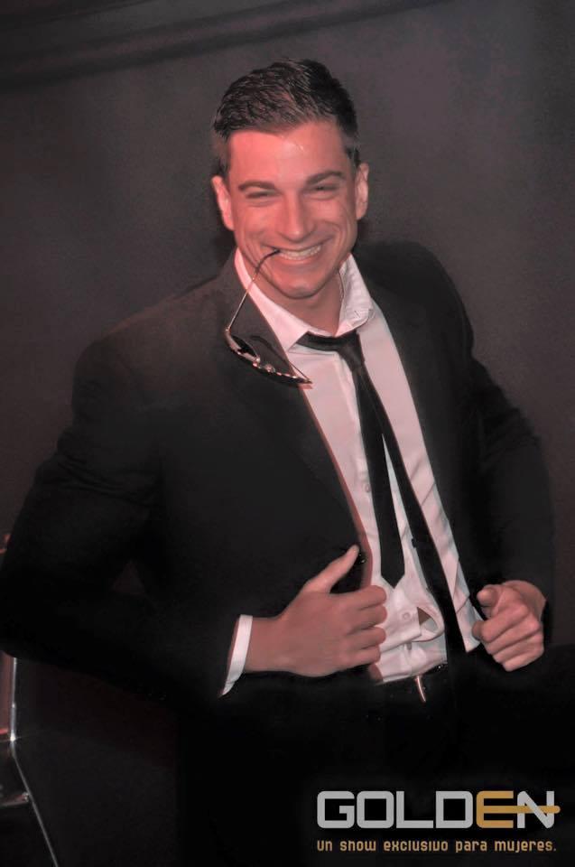 Es abogado, trabaja de stripper, y brilla en el teatro Broadway: la historia de Fede Hernán