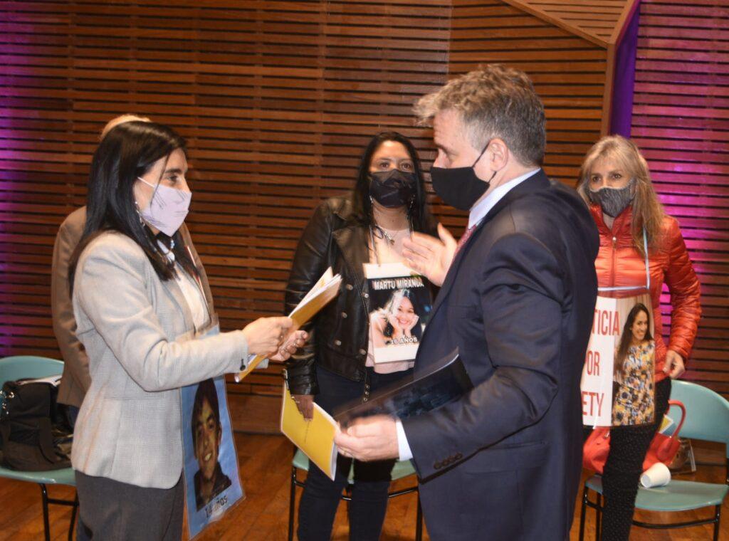 """Madres del Dolor y el ministro D'Alessandro presentaron la primera """"Guía de Orientación y Asistencia a las Víctimas de Delitos"""""""