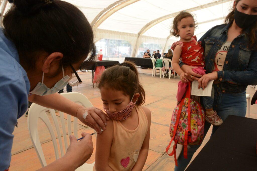 Comenzó en diferentes puntos del país la campaña de la vacunación contra el Covid-19 a chicos de entre 3 y 11 años con comorbilidades
