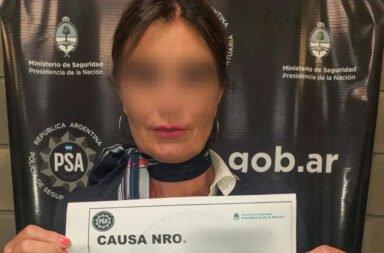 La azafata detenida por la PSA.