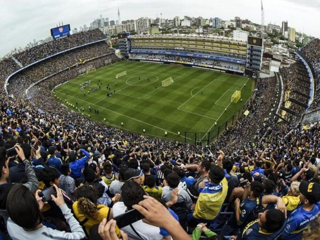 Lammens dio las posibles fechas para el aforo completo en estadios y la vuelta de los visitantes