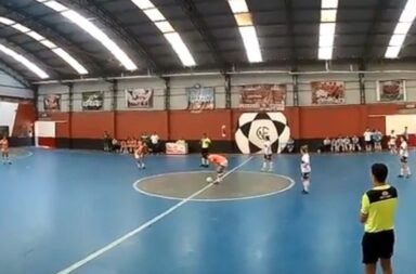 Papelón | El equipo femenino de futsal de Banfield se hizo cuatro goles en contra para evitar un cruce más complicado