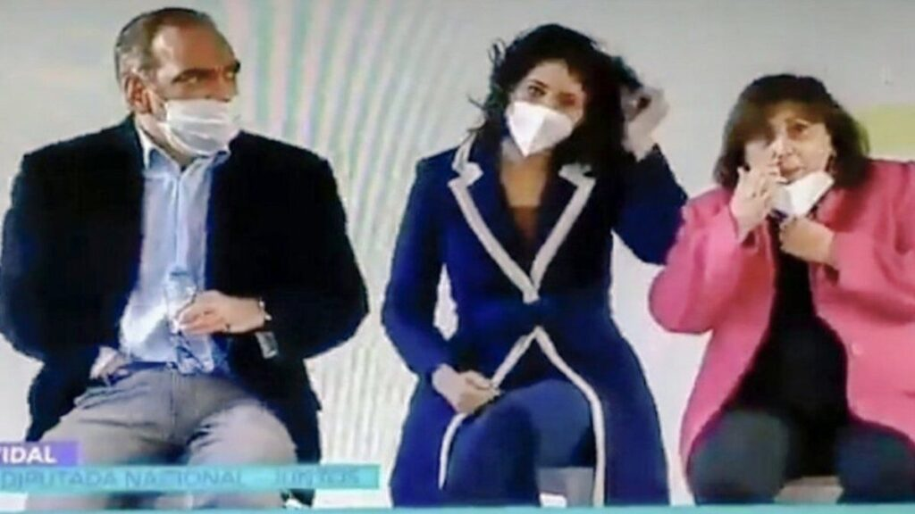 A partir de una foto, Fernando Iglesias protagonizó un escándalo en la Cámara de Diputados