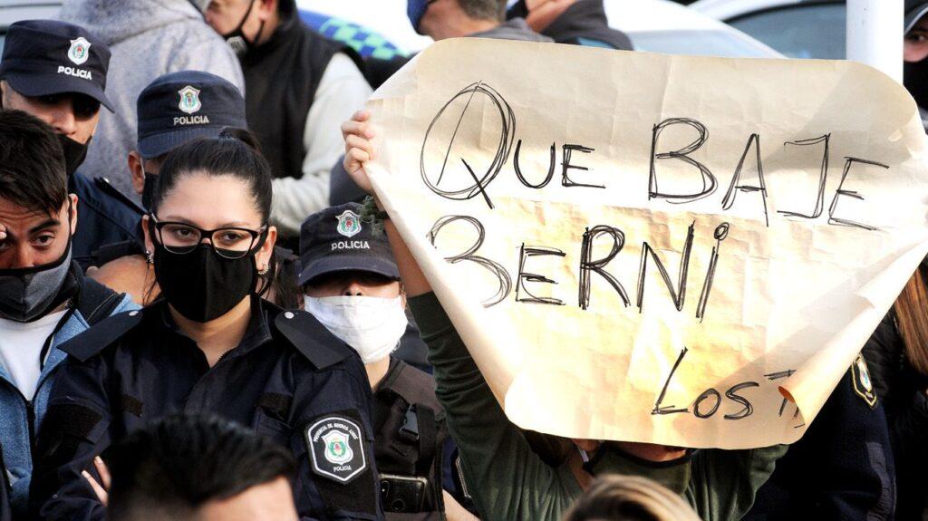 Berni denunció que sectores anónimos de la policía bonaerense amenazan con un paro