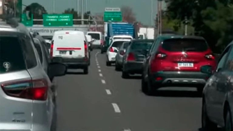 Comenzó el éxodo turístico por el fin de semana largo: tránsito demorado en la General Paz y Autopista 25 de Mayo